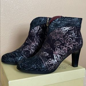 L'ARTISTE Lidia Black Multi boot. Size 41 (9.5-10)